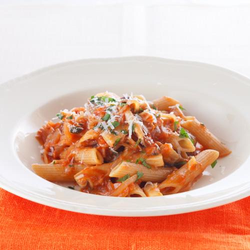 牛肝菌和蘑菇番茄通心粉